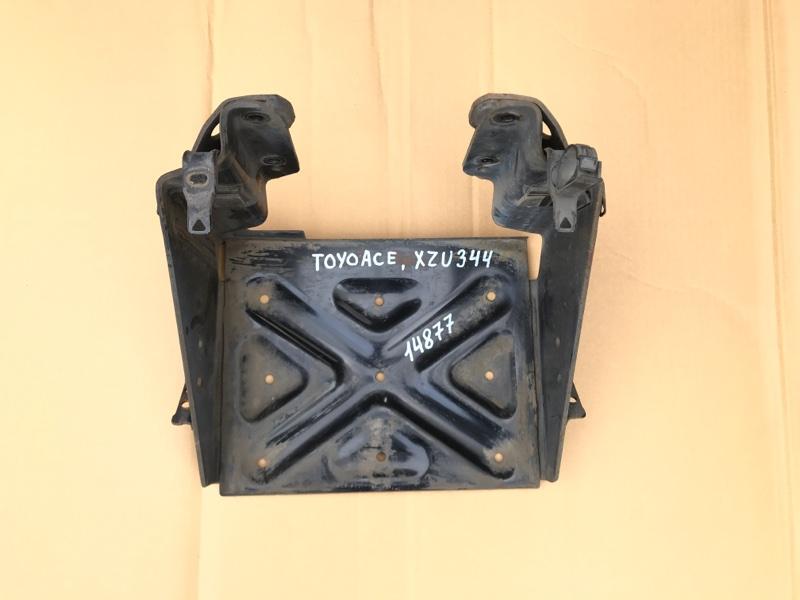 Крепление аккумулятора (акб) Toyota Toyoace XZU344-1002309 N04C 2007
