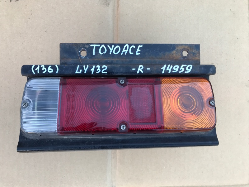 Стоп сигнал Toyota Toyoace LY132-0004527 5L 2000 правый