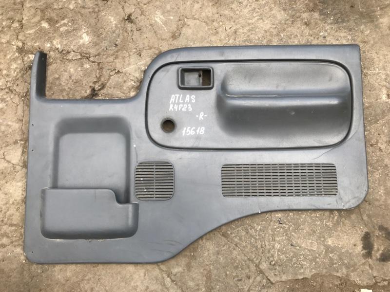 Обшивка двери Nissan Atlas R4F23 QD32 1999 правая