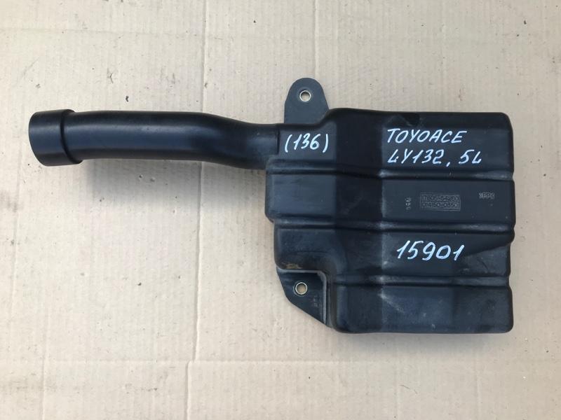 Патрубок воздухозаборника Toyota Toyoace LY132 5L 2000