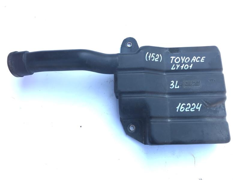 Патрубок воздухозаборника Toyota Toyoace LY101 3L 1997