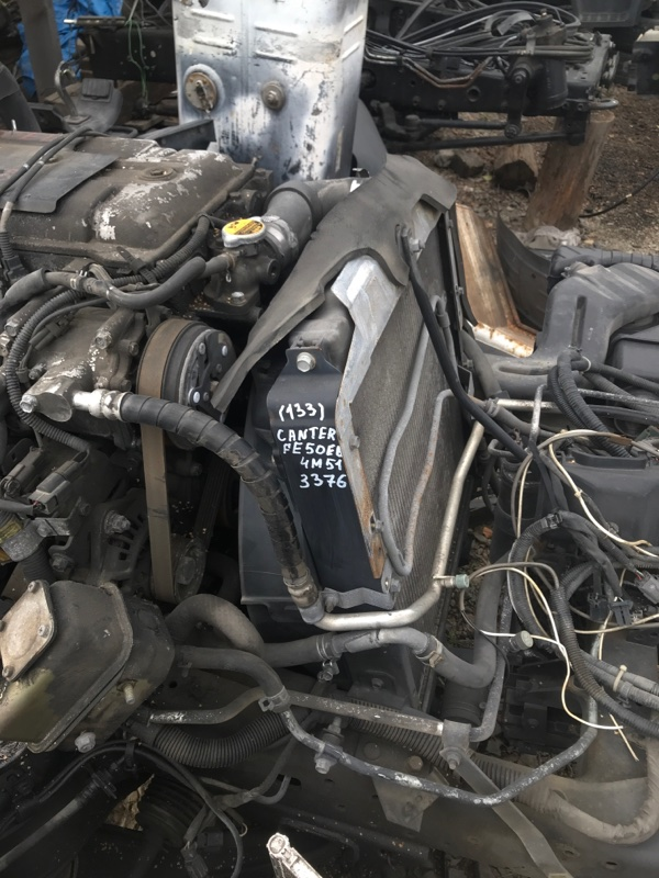 Радиатор охлаждения двигателя Mitsubishi Canter FE50EB 4M51 2000 передний
