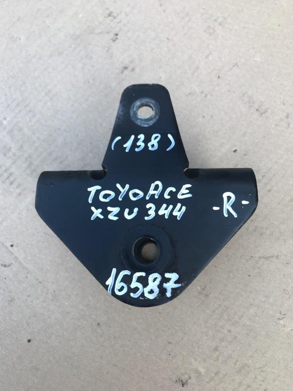 Кронштейн рессоры Toyota Toyoace XZU344 N04C 2007 передний правый