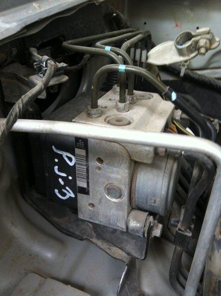 Блок abs Mitsubishi Pajero Sport KH4W 4D56 2012