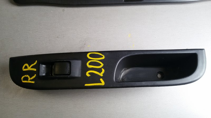 Кнопка стеклоподъемника Mitsubishi L200 KB4T 4D56 2008 задняя правая