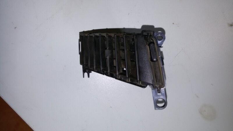 Решетка вентиляционная Mitsubishi Pajero Sport KH4W 4D56 2012 передняя правая