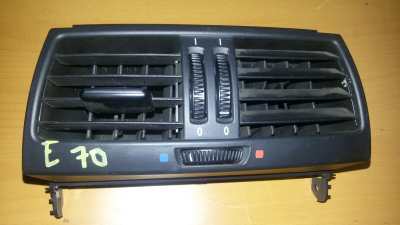 Решетка вентиляционная Bmw X5 E70 M57TU2D30 2008 задняя