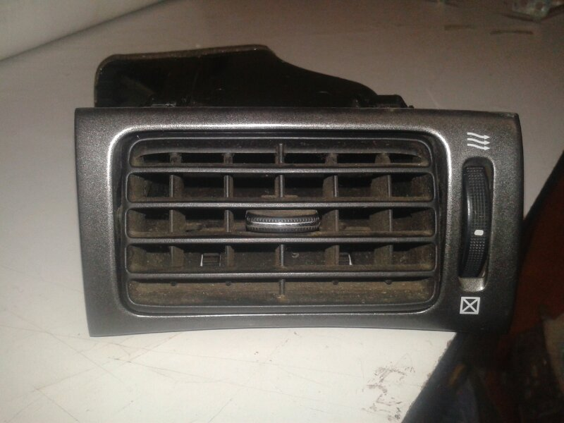 Решетка вентиляционная Lexus Es300 MCV30 1MZ-FE 2002 передняя правая