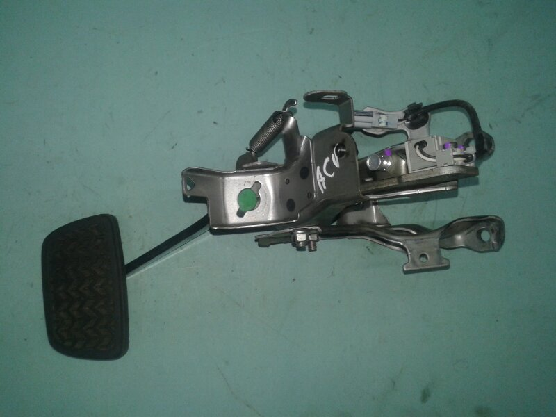 Педаль тормоза Toyota Camry ASV50 2ARFE 2013