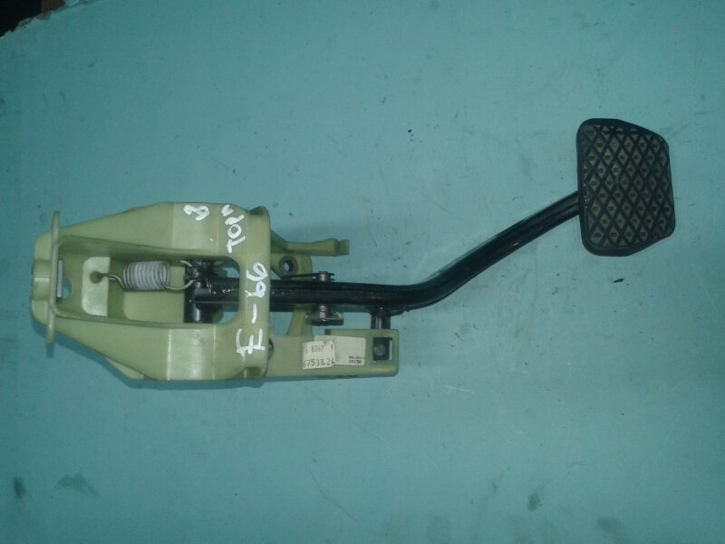 Педаль тормоза Bmw 7-Series E65 N62B44A 2006