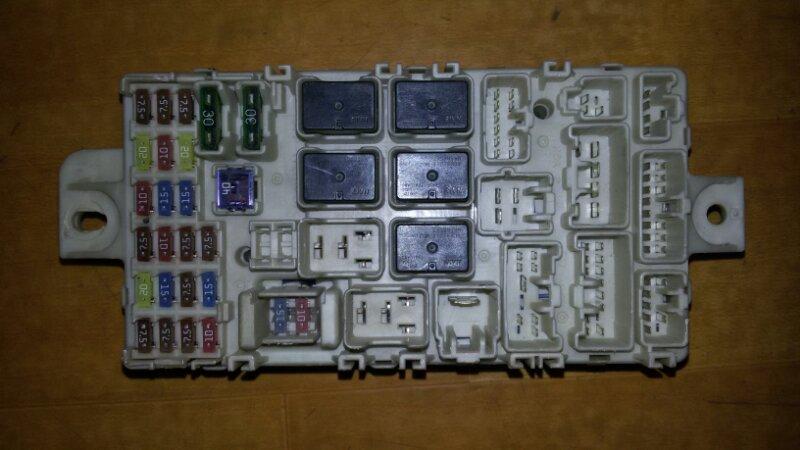 Блок предохранителей, реле салона Mitsubishi Pajero Sport KH4W 4D56 2012