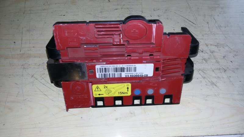 Блок предохранителей, реле под капотом Bmw 3-Series E90 N52B25 2006