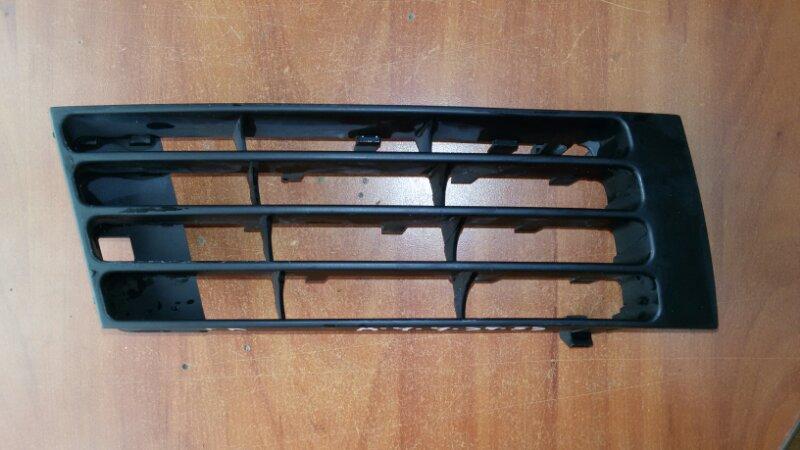 Решетка бамперная Audi A4 передняя правая