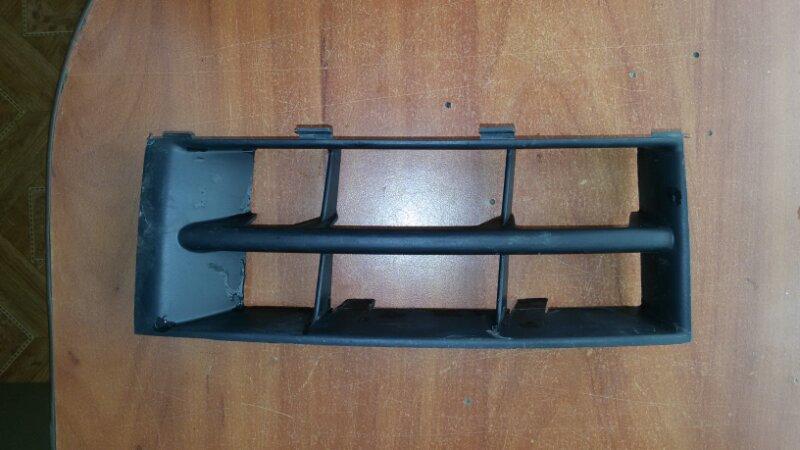 Решетка бамперная Skoda Fabia передняя правая