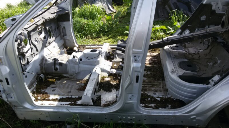 Стойка кузова Bmw X5 E53 M62B44TU 2001 левая
