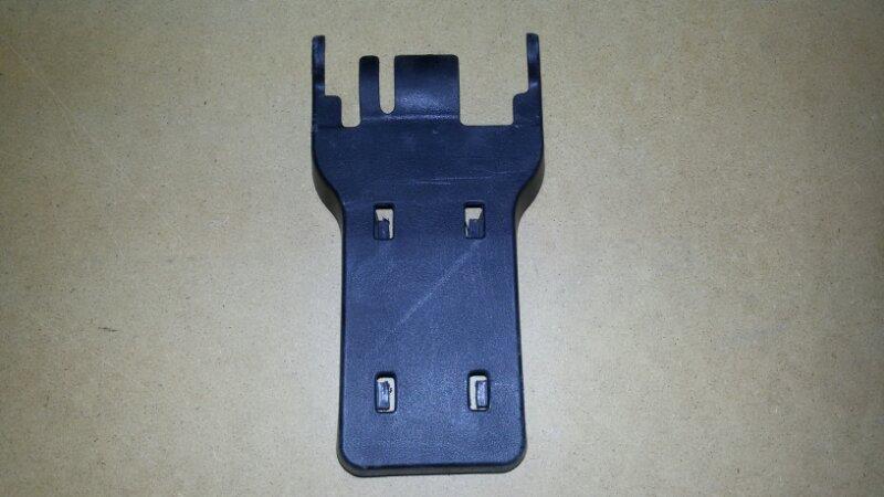 Крышка петли сиденья Mitsubishi Pajero Sport KH4W 4D56 2012 задняя