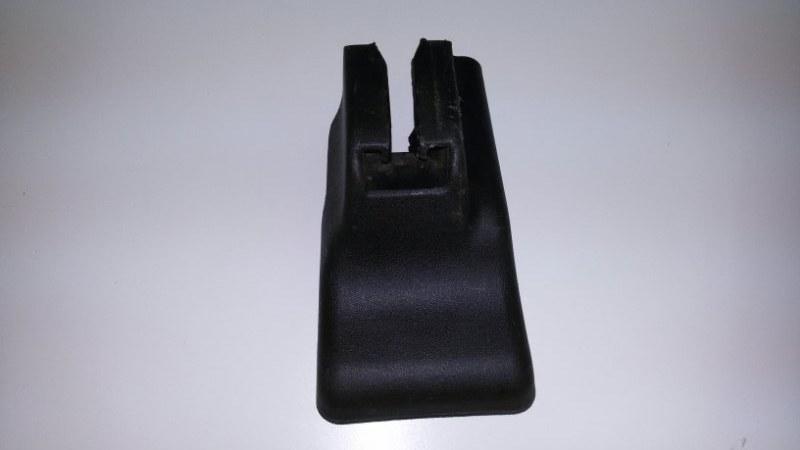 Крышка петли сиденья Nissan Pathfinder R51M YD25 2005 передняя левая