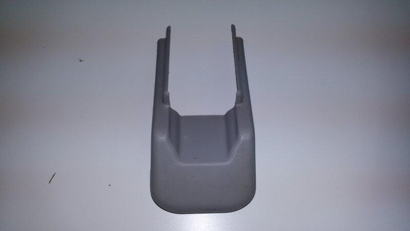Крышка петли сиденья Lexus Rx330 MCU38 3MZ-FE 2005 задняя правая