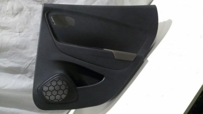 Обшивка двери Renault Kaptur REA, RBA H4M, F4R 2018 задняя правая