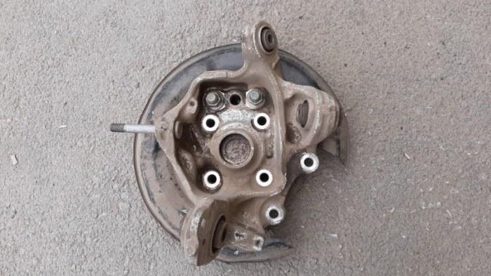 Поворотный кулак Honda Accord CU2 K24Z3 2011 задний левый