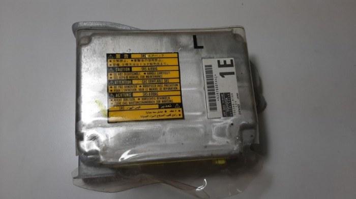 Блок управления air bag Lexus Lx470 UZJ100 2UZ-FE 2005