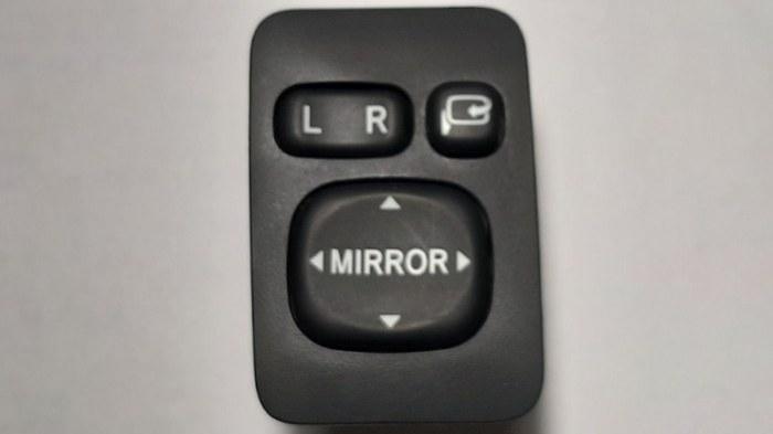 Блок управления зеркалами Toyota Corolla E150 1NR-FE 2013 передний нижний