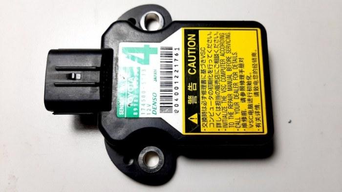Датчик курсовой устойчивости Lexus Lx570 URJ201 3UR-FE 2009