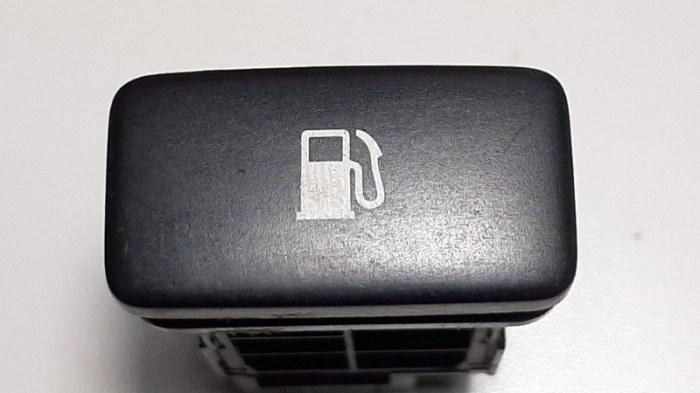 Кнопка открывания бензобака Lexus Rx330 MCU38 3MZ-FE 2004