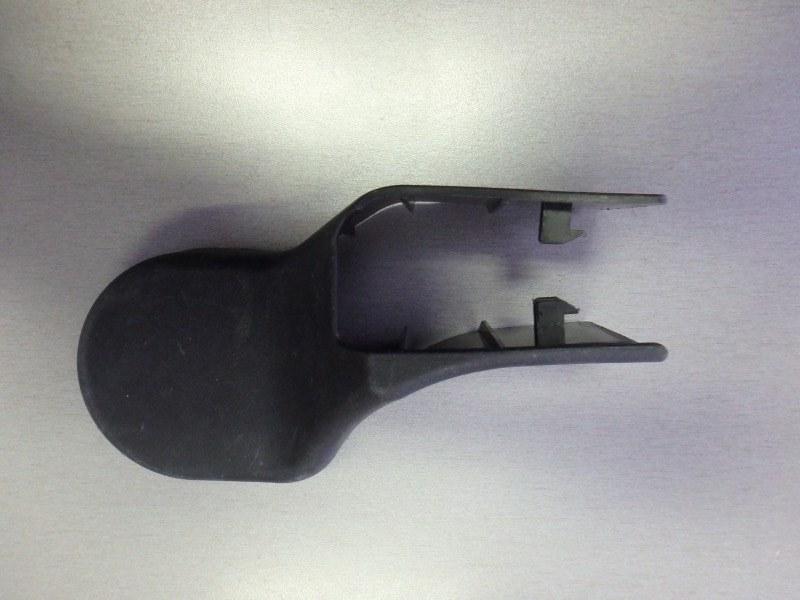Крышка петли сиденья Mitsubishi Pajero Sport KH4W 4D56 2012 передняя правая
