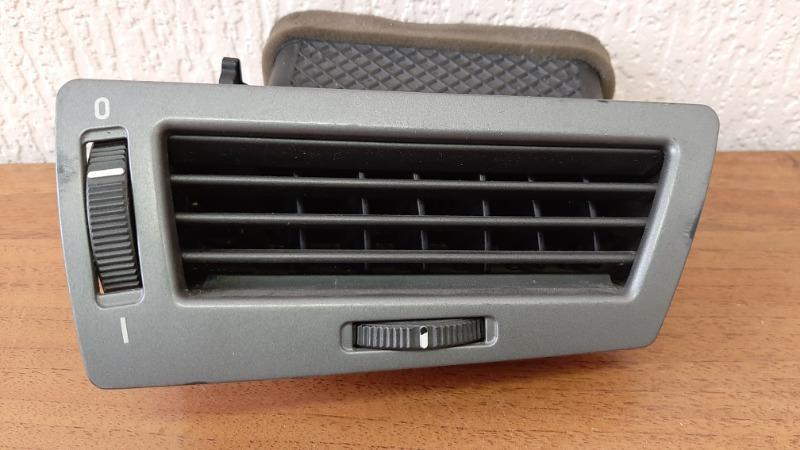 Решетка вентиляционная Bmw 7-Series E66 N62B40A 2006 передняя правая