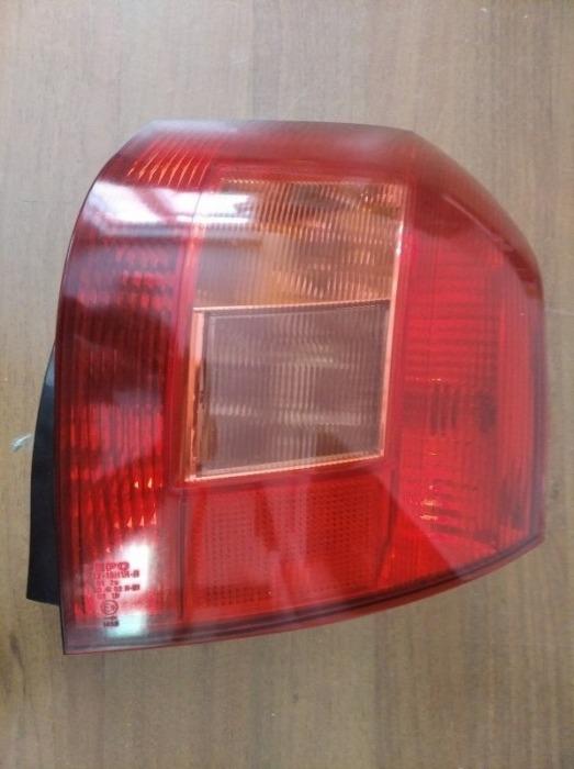 Задний фонарь Toyota Corolla E120L 4ZZ-FE 2004 задний правый