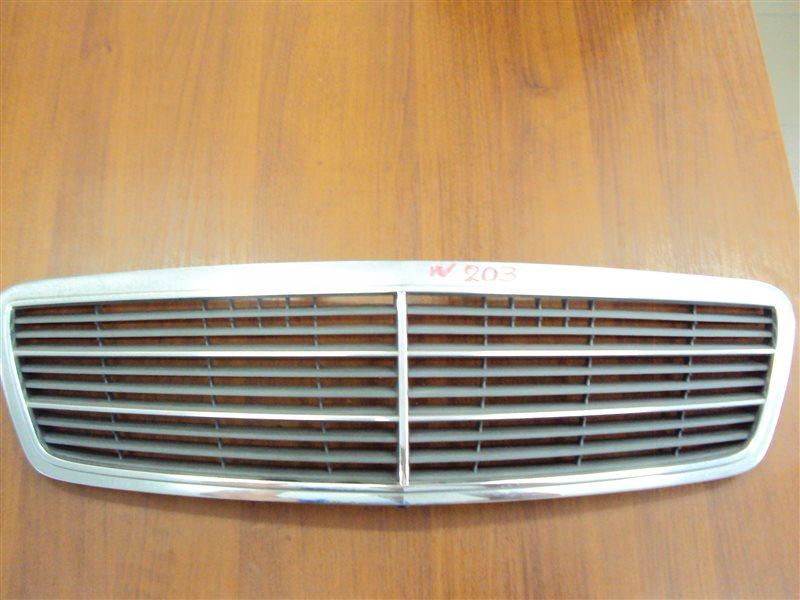Решетка радиатора Mercedes-Benz C W203 111.951 2001