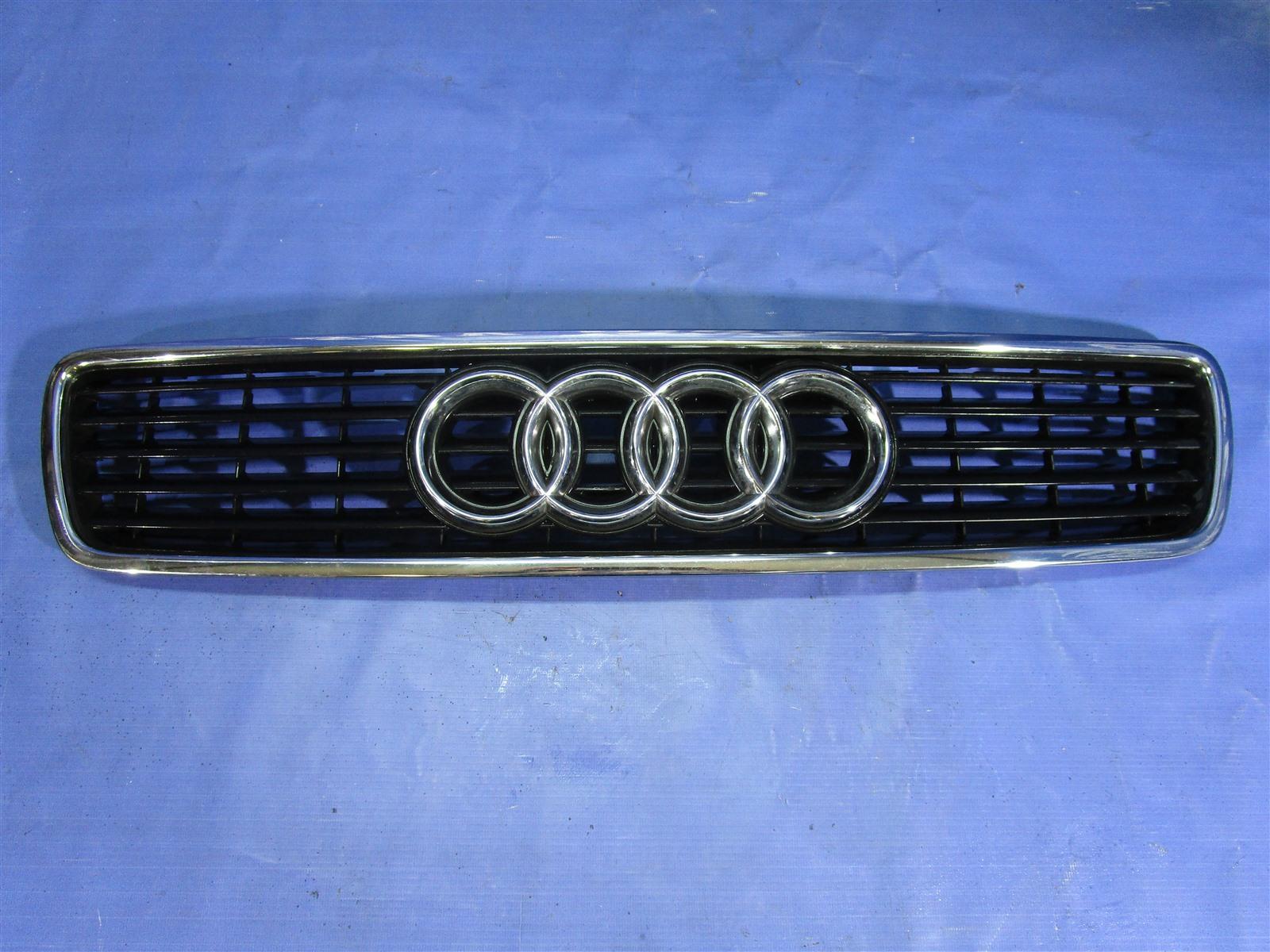 Решетка капота Audi A4 B5 1999
