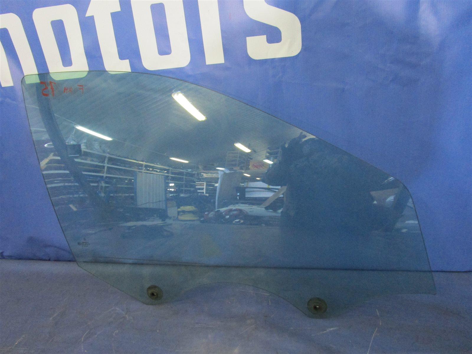 Стекло двери Mercedes-Benz C W203 111.951 2001 переднее правое