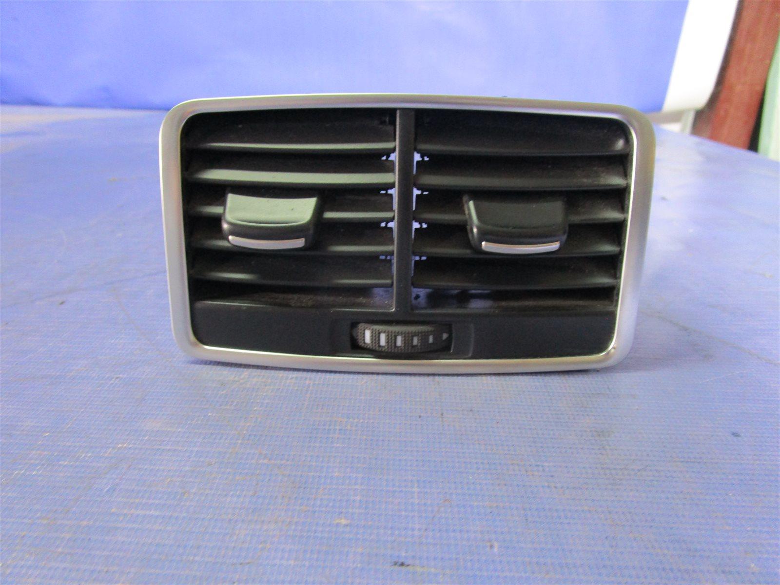 Дефлектор воздуходува центральной консоли Audi A6 C6 AUK 2006 задний