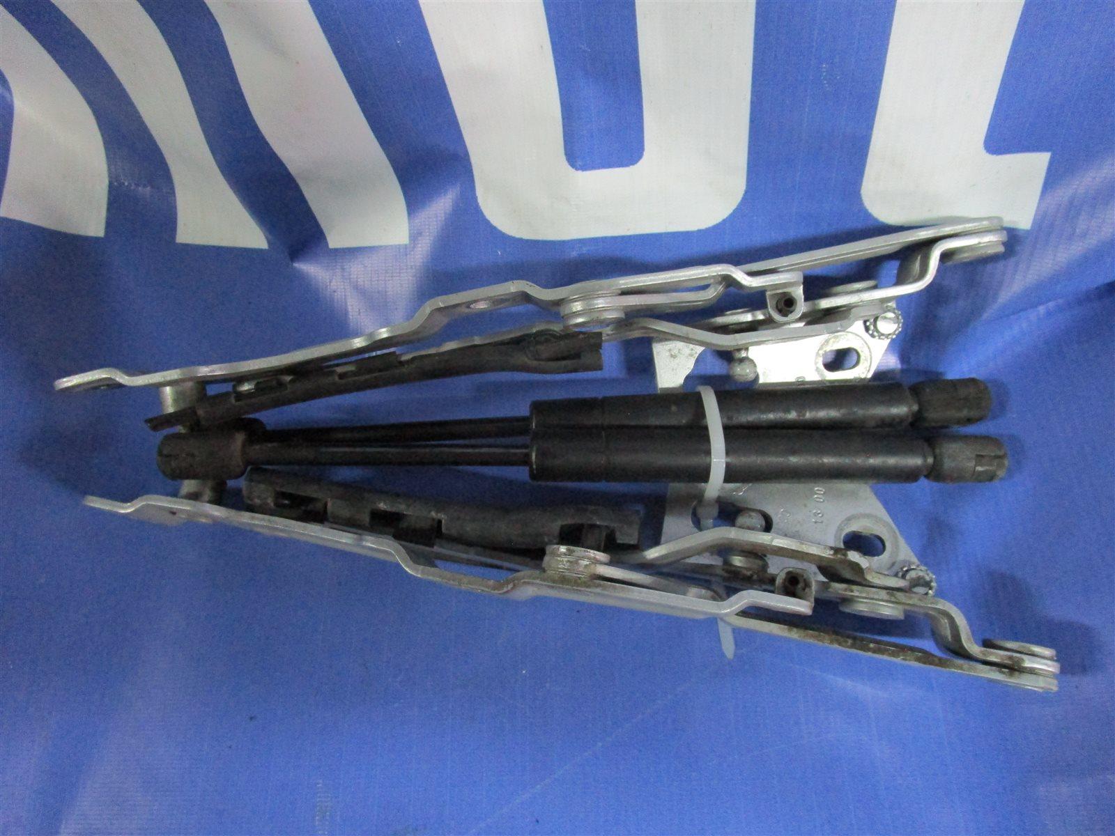 Крепление крышки багажника Audi A4 B5 APT 2000 заднее