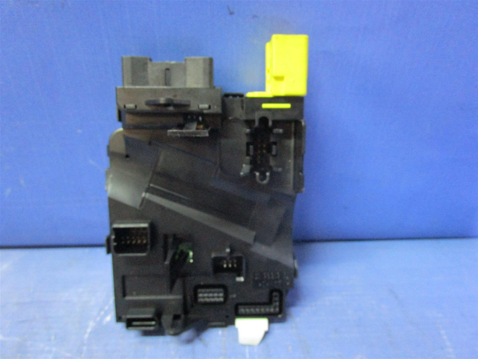 Блок электронный подрулевых переключателей Audi A3 8P BMJ 2006