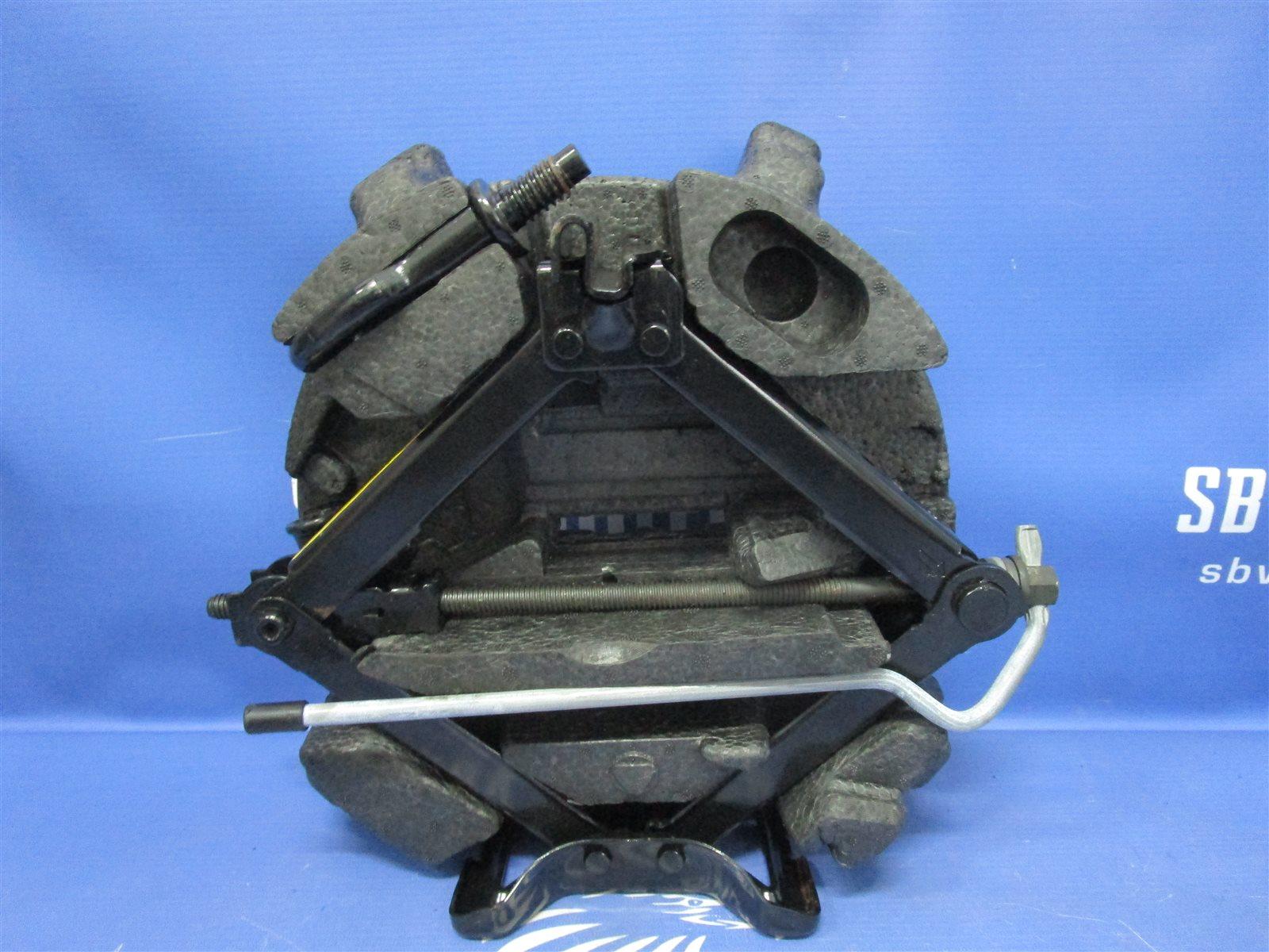 Набор инструмента Ford Focus CB4 2009г.