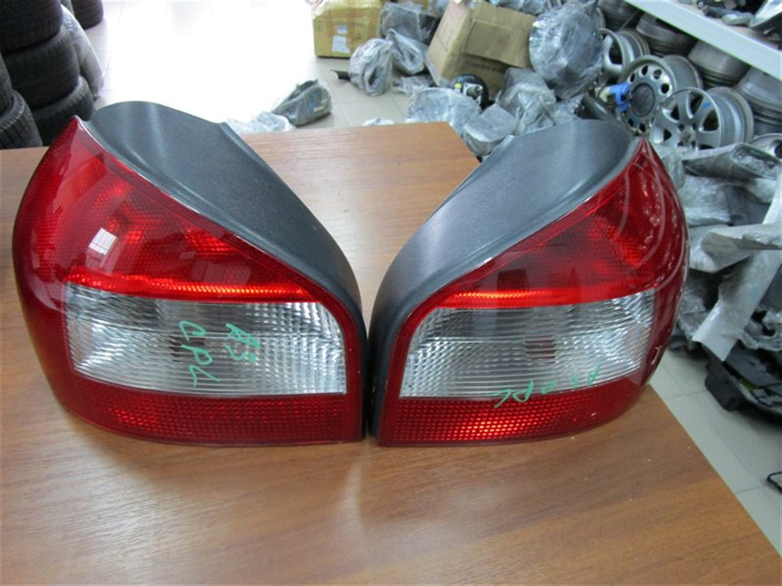 Фонарь задний Audi A3 8L1 задний левый