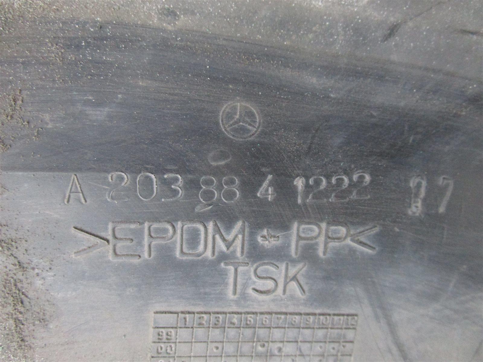 Подкрылок передний правый Mercedes-Benz C W203 / W203.046 271.946