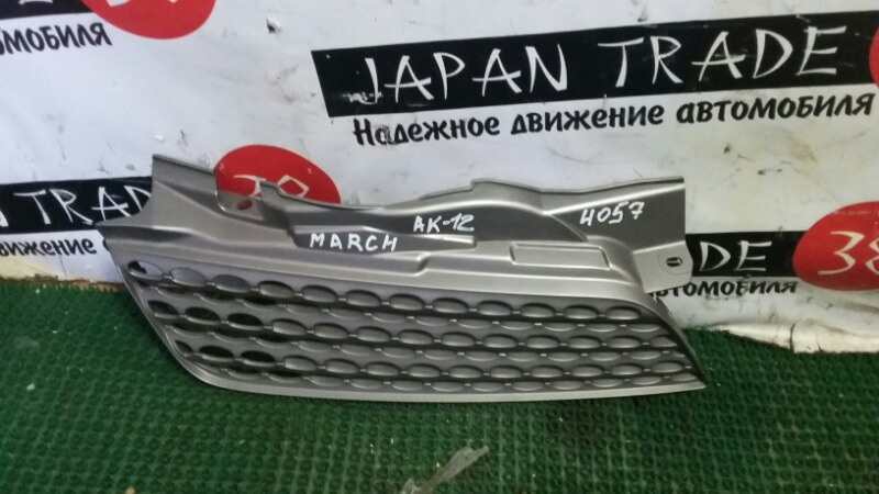 Решетка радиатора Nissan March BK12 правая