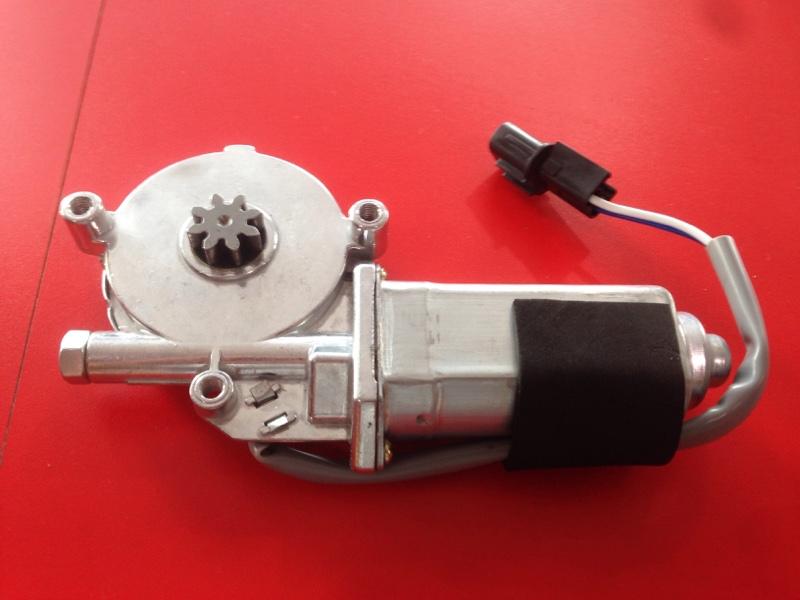 Моторчик стеклоподъемника Isuzu Elf NHN5SF 4HE1 передний правый