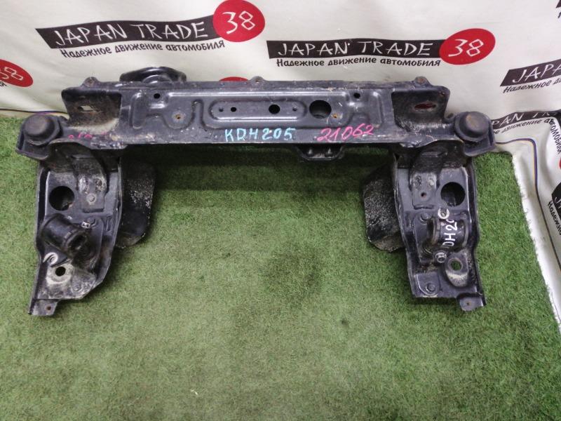 Подрамник Toyota Hiace KDH205 2KD-FTV передний