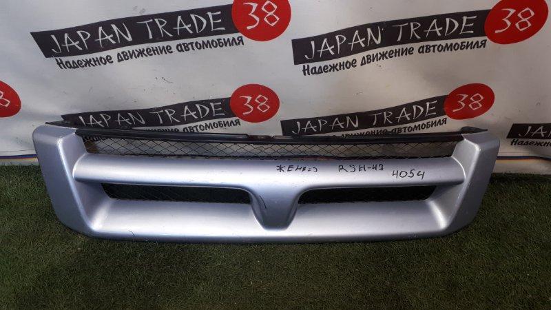 Решетка радиатора Toyota Hiace Regius RCH41 1998