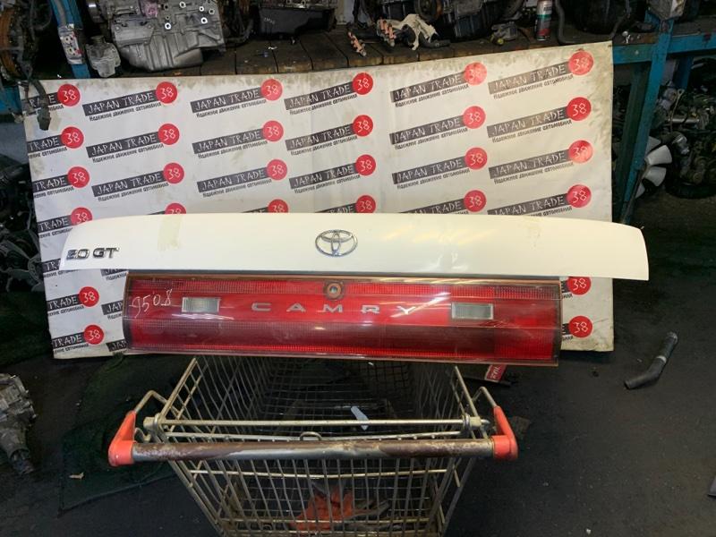 Крышка багажника Toyota Camry SV30 3S-FE задняя