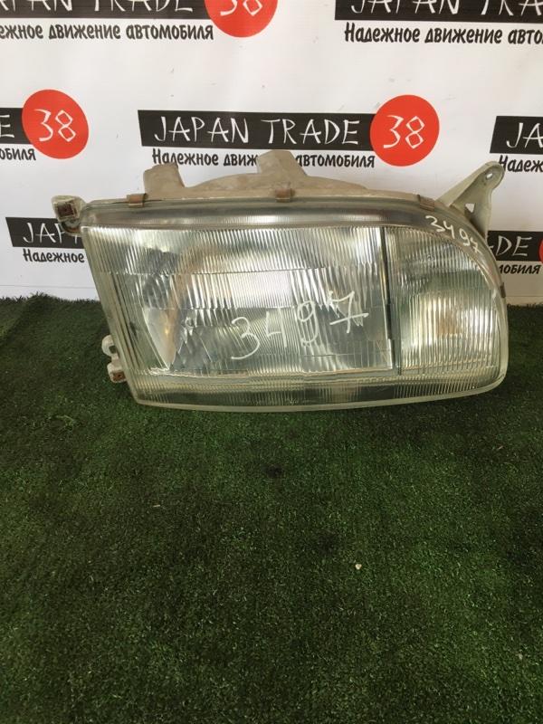 Фара Toyota Hiace LH106 правая