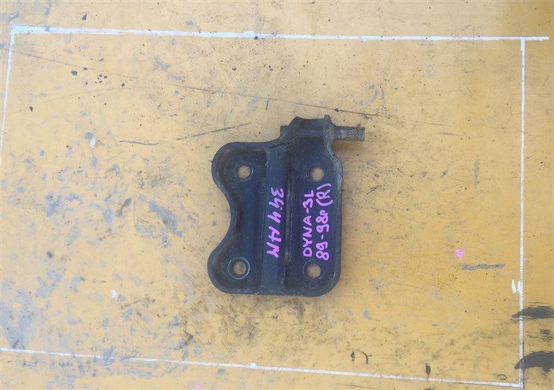 Крепление аммортизатора Toyota Dyna LY102-211 3L 89 заднее правое