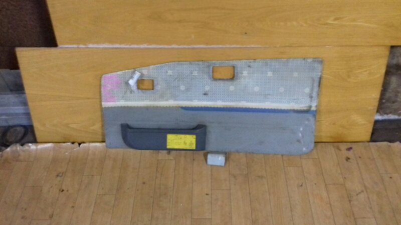 Обшивка двери Hino Ranger FD175 88 правая