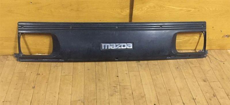 Решетка Mazda Bongo 89