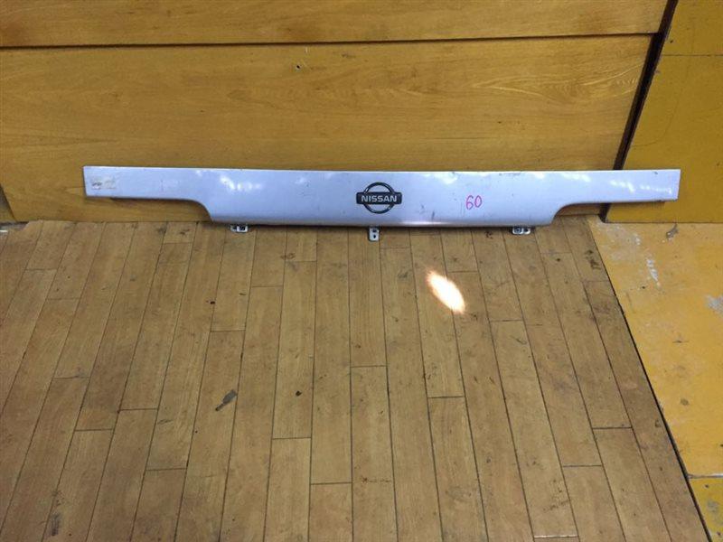 Планка над фарами Nissan Atlas/condor H41/F23 FD42/FD46/TD25/TD27/QD32 93